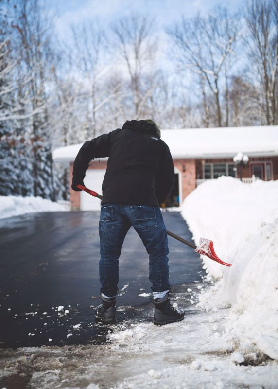 How to clear snow from your driveway